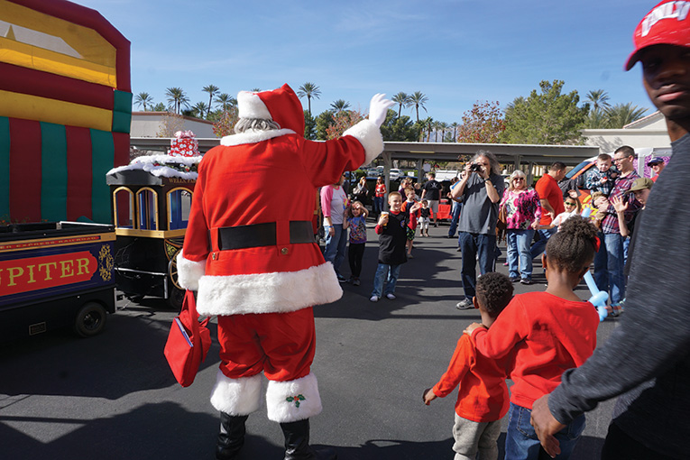 santa-day-2017-giving-back-to-our-members-10
