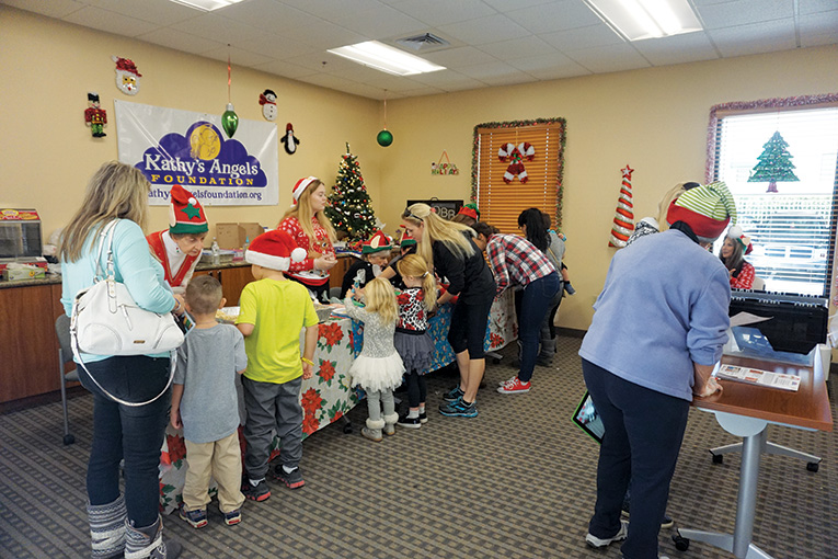 santa-day-2017-giving-back-to-our-members-7