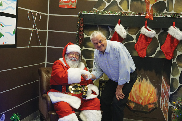 santa-day-2017-giving-back-to-our-members-8